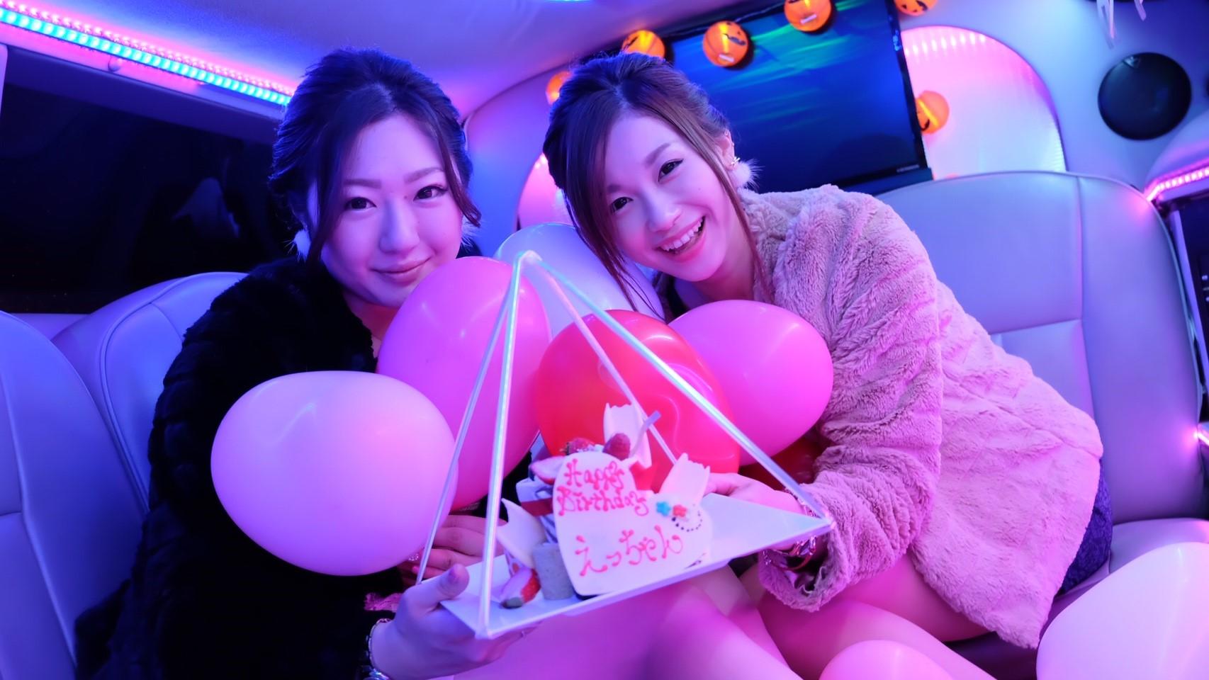 撮影女子会では誕生日もお祝いできる最新エンターテイメントパーティーです。バースデーケーキと一緒に可愛く誕生日の記念撮影をしましょう