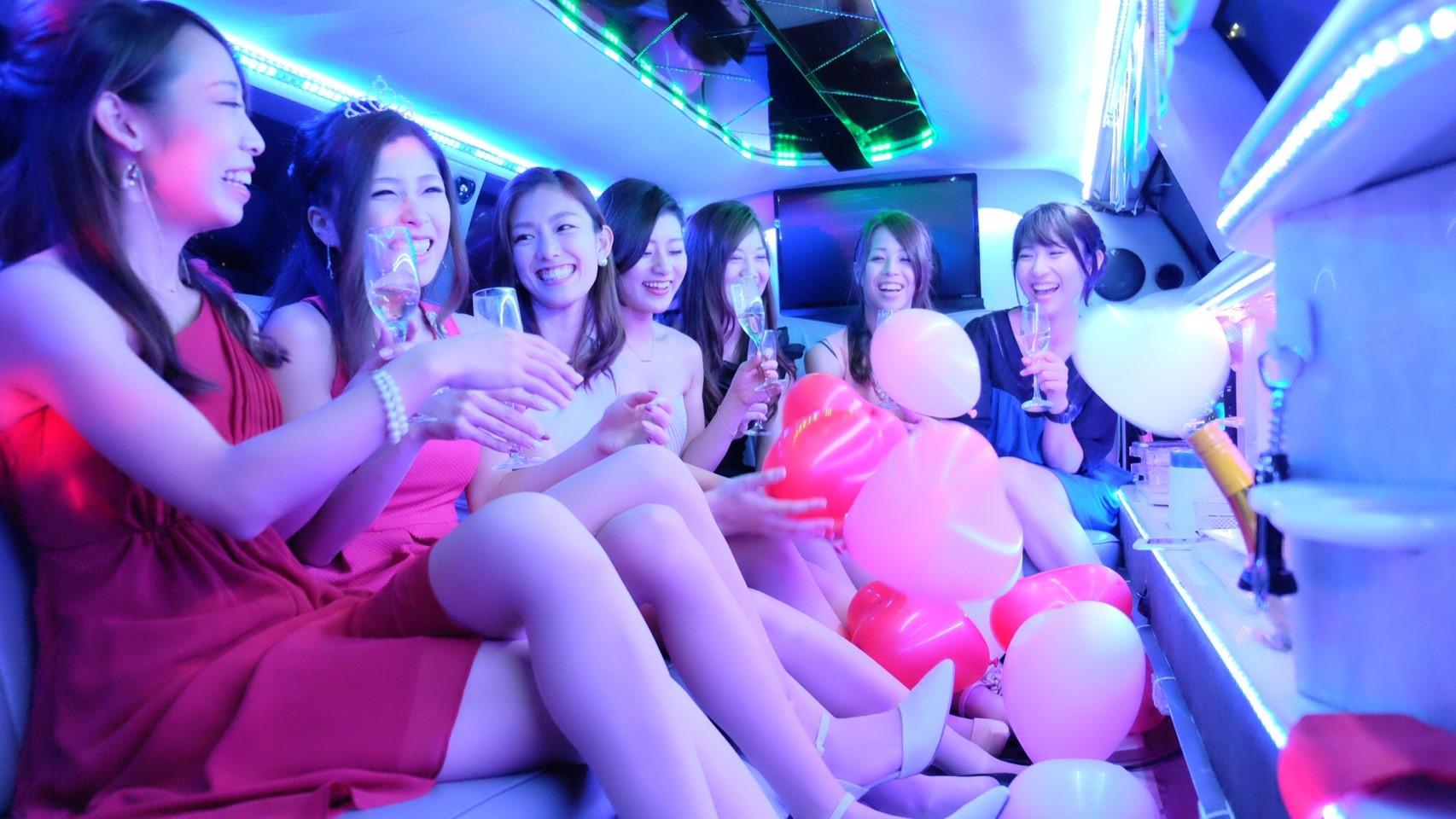 リムジンパーティー リムジン女子会 リムジンレンタル リムジン 女子会 誕生日 サプライズ パーティー