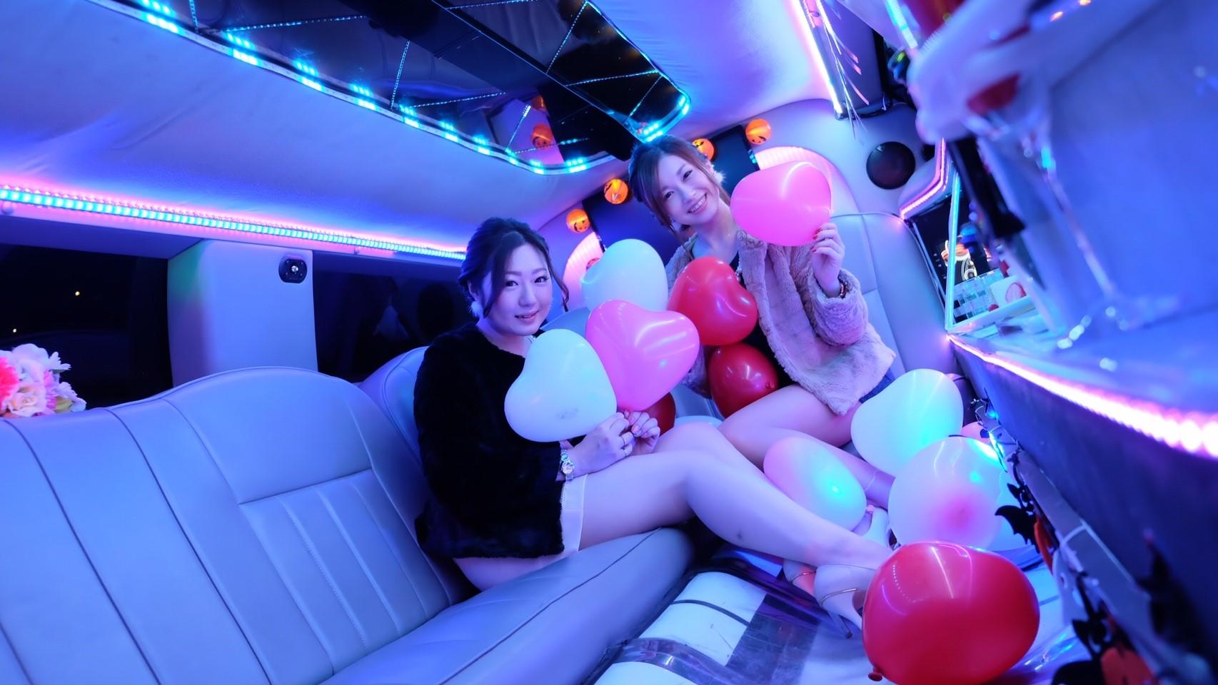 リムジンパーティー リムジン女子会 リムジン リムジンレンタル リムジン誕生日 リムジン誕生日 リムジンサプライズ