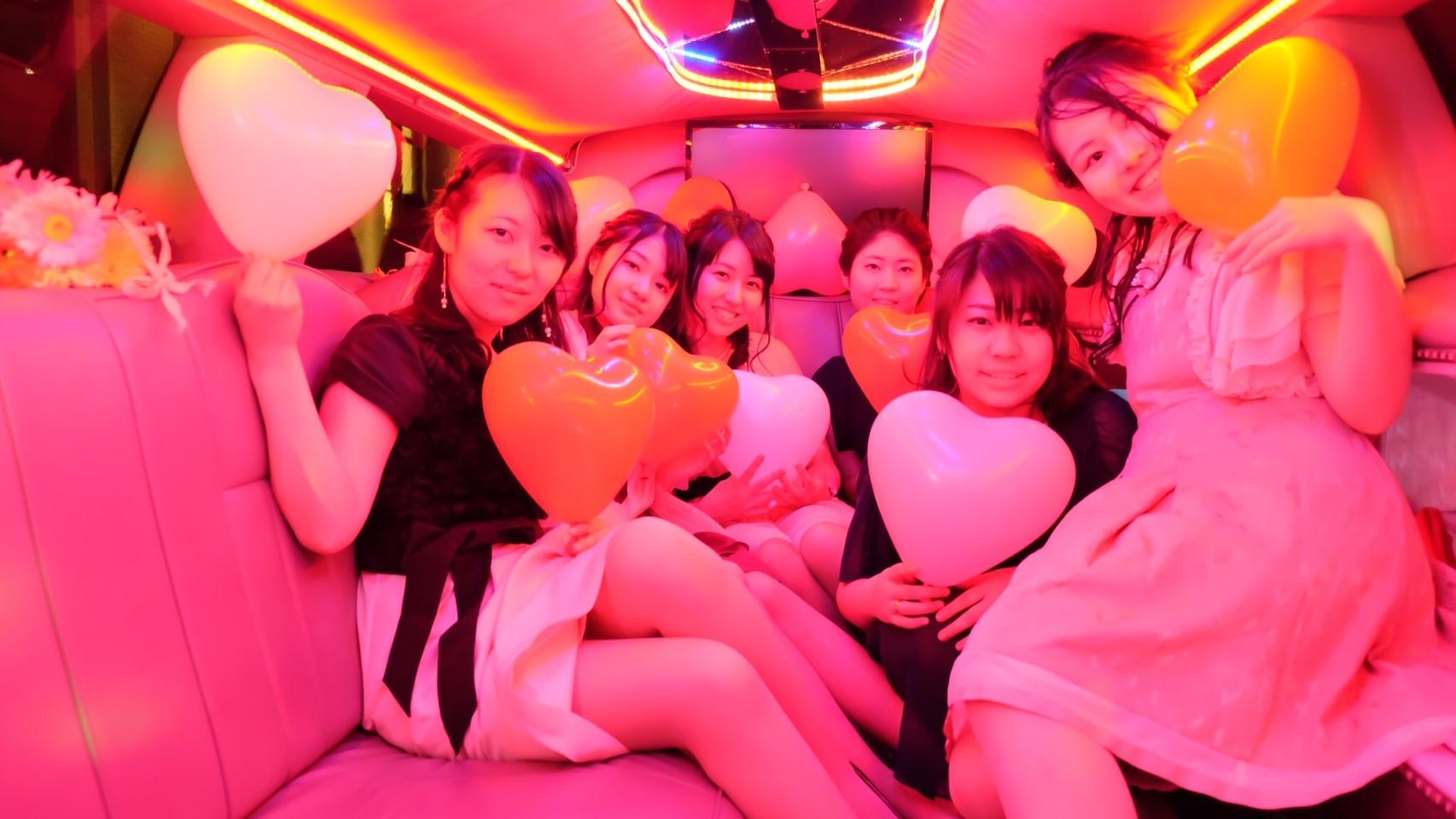 リムジンでパーティー女子会撮影した