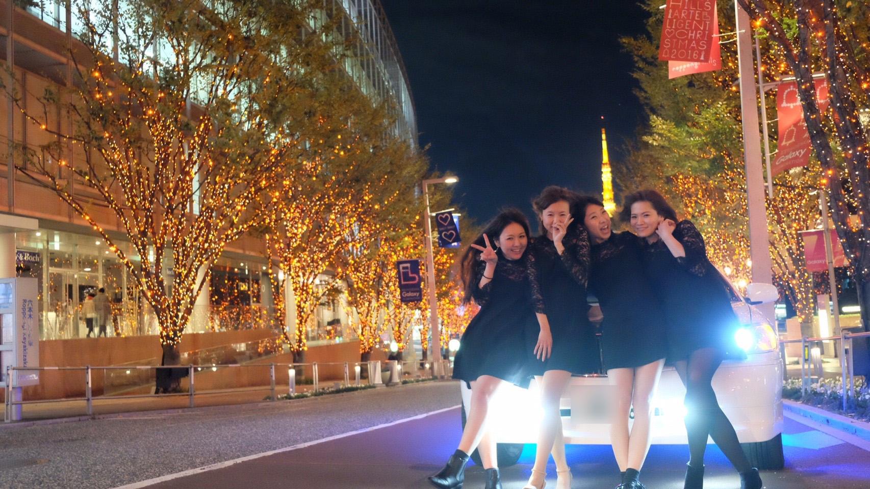 東京の街六本木で記念撮影