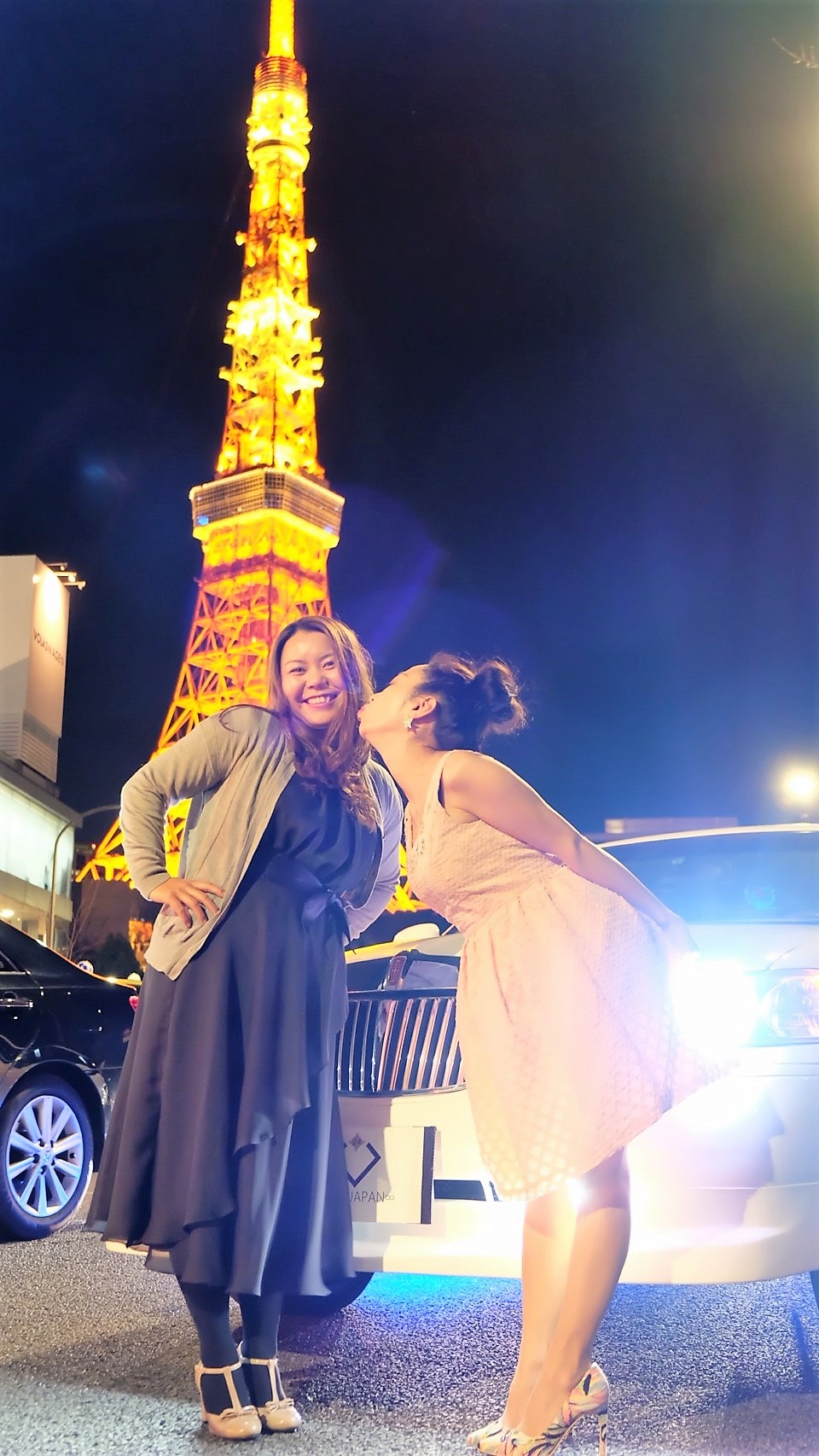 東京タワーでラブラブ写真