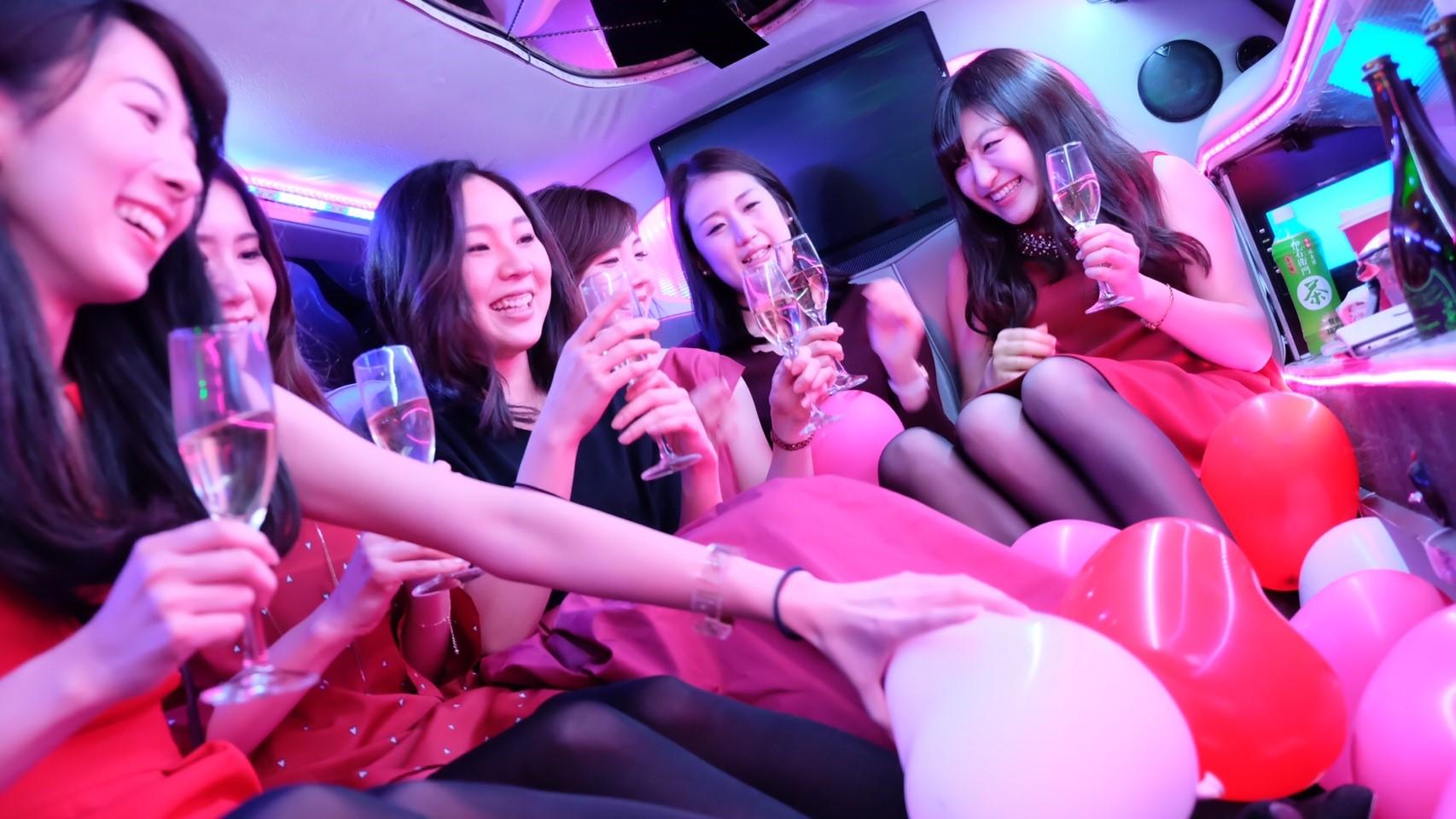 皆でシャンパン飲んで女子会撮影