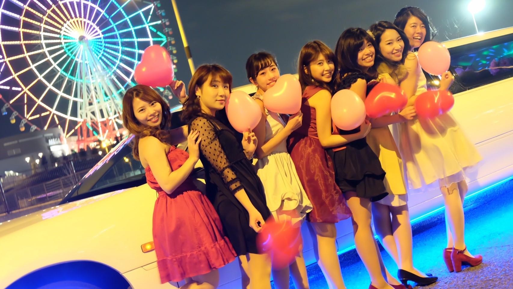 大田区の観覧車の前でリムジンパーティー写真