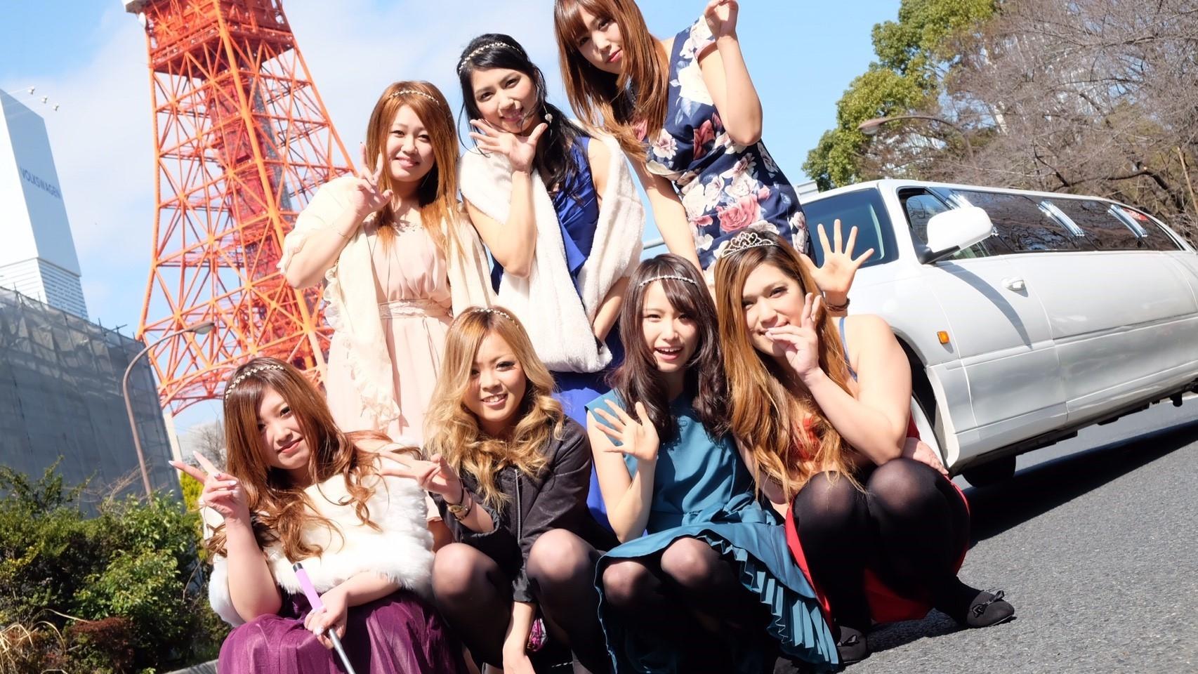 東京タワーでリムジンと一緒に記念撮影