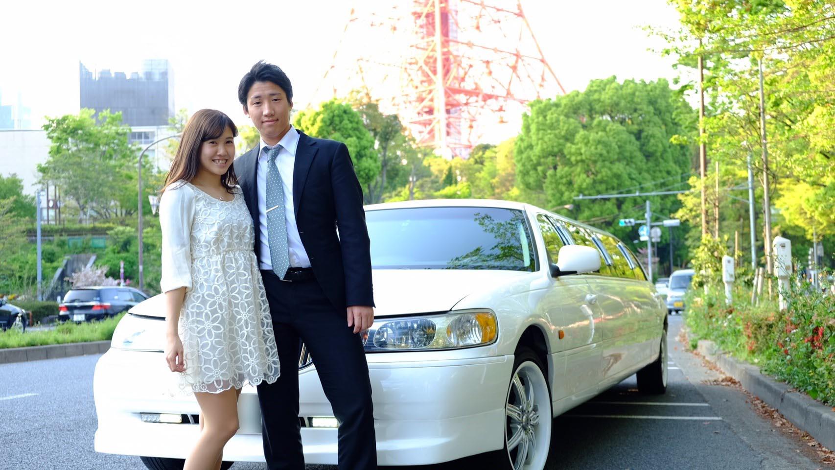 リムジンデートは東京タワーで記念撮影
