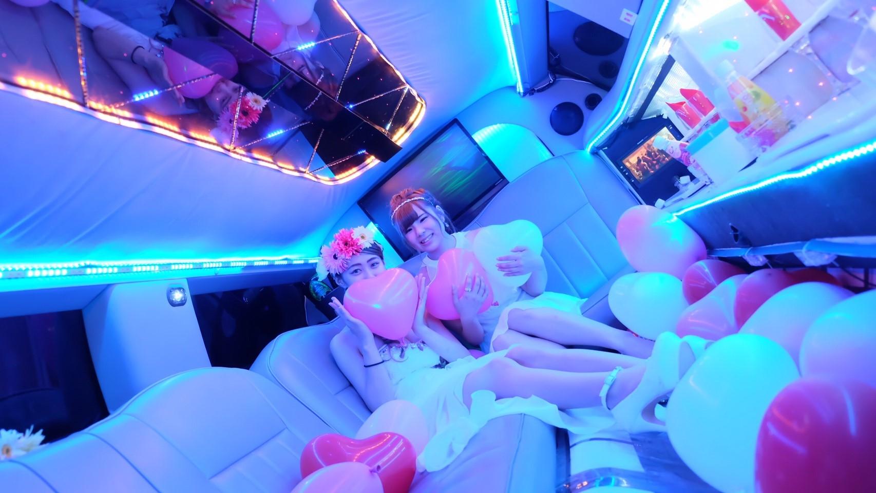 リムジン車内写真 (1)