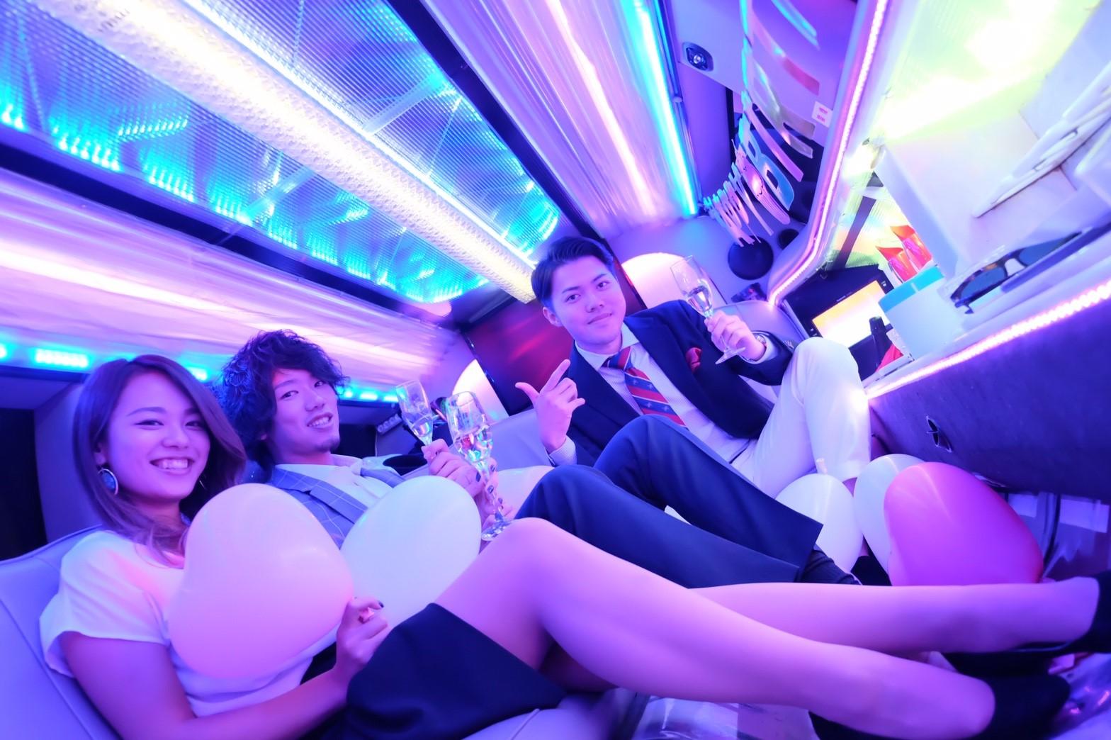 リムジンでパーティーが楽しめるリムジンパーティー東京 (13)