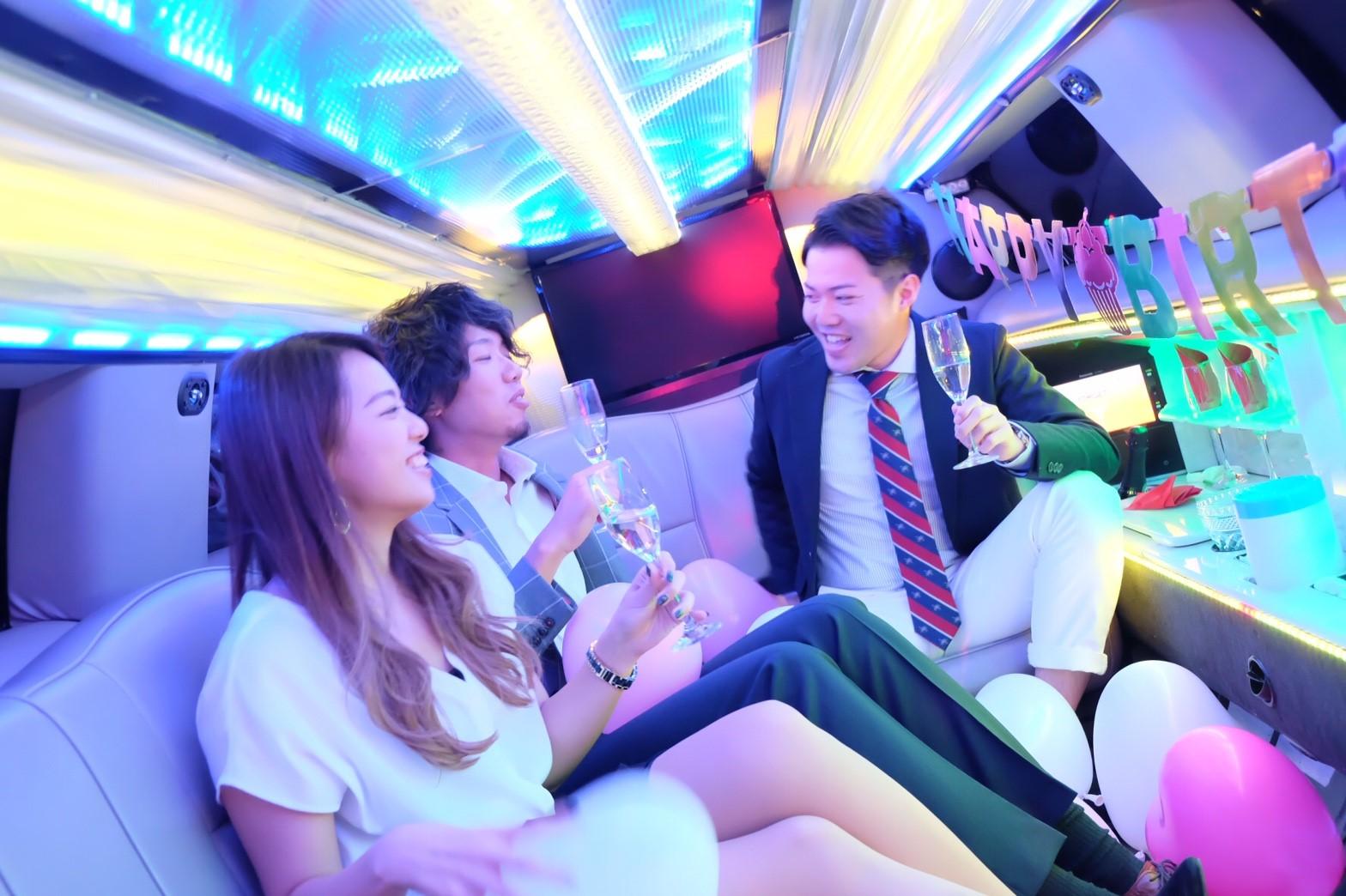 リムジンでパーティーが楽しめるリムジンパーティー東京 (8)