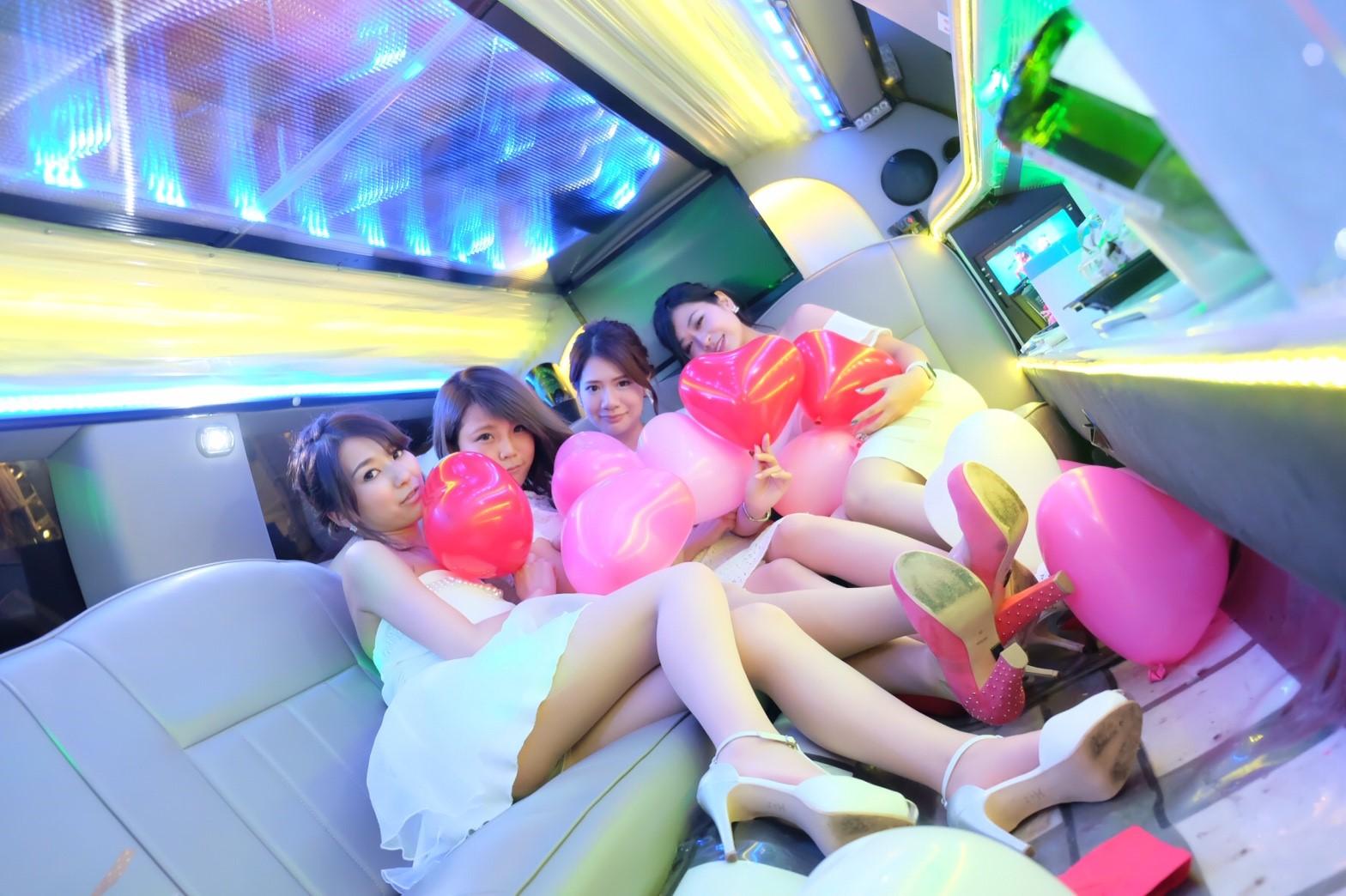 リムジン女子会の車両