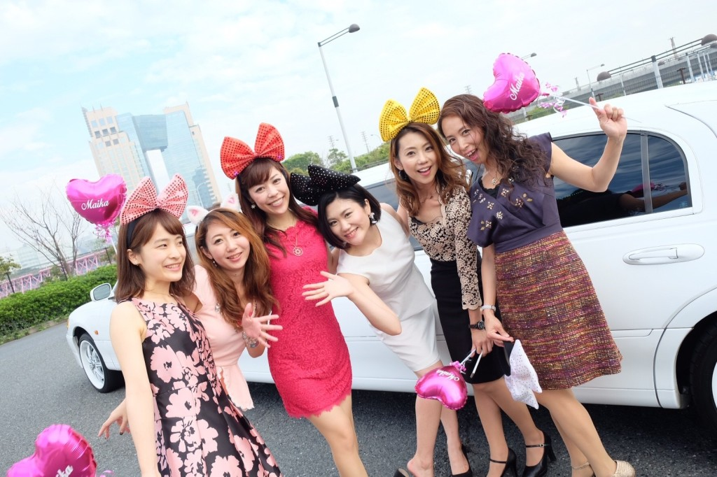 東京でリムジンパーティーするならドレスは10